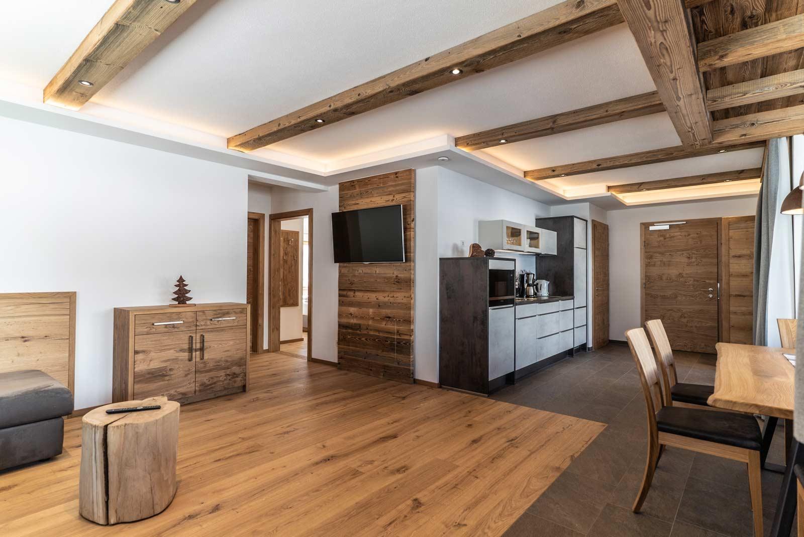 Auermühle Premium-Appartement – Wohn-Koch-Essbereich
