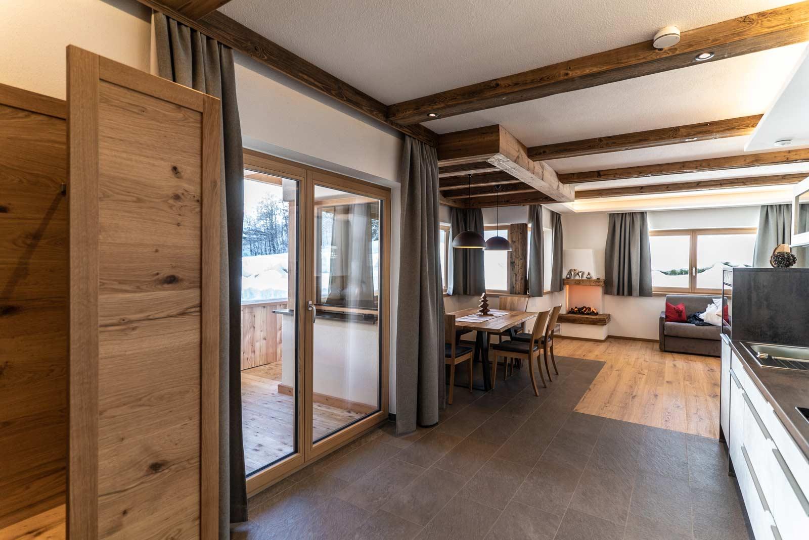Auermühle Premium-Appartement – Koch-Essbereich
