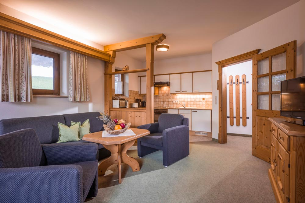 Auermühle Appartements – Wohnbereich und Küche