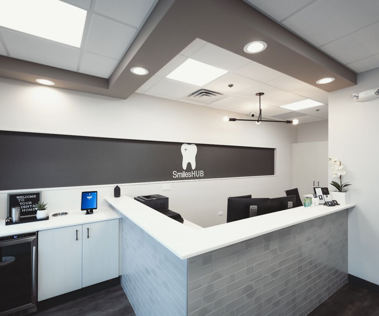 Photo of the SmilesHUB front desk space