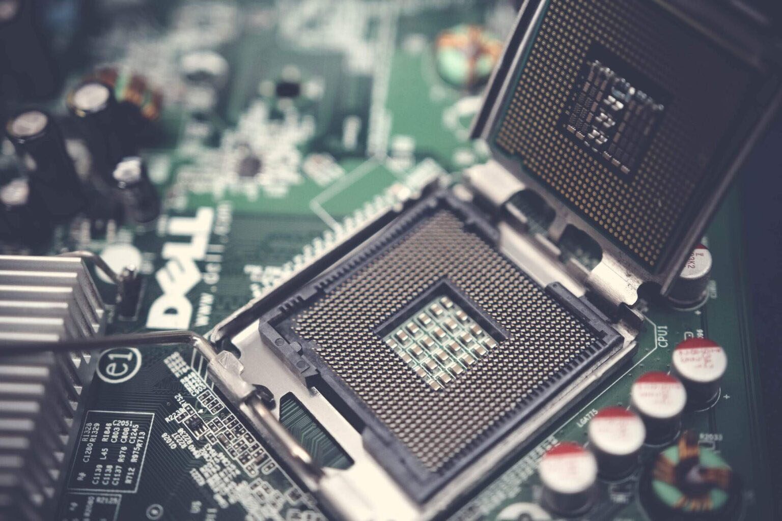 How to Clean a Motherboard? 2 Easy Ways for You