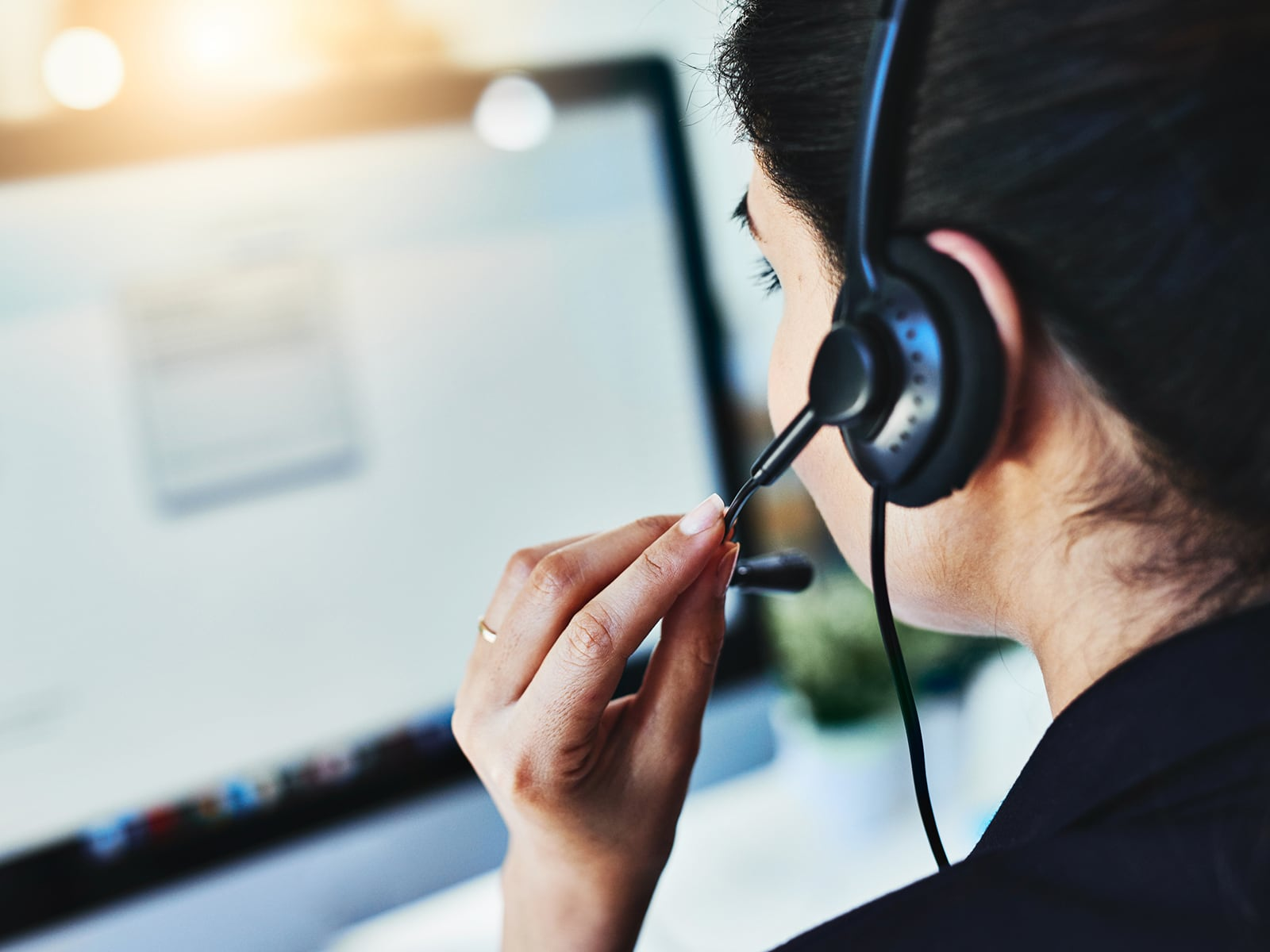 Woman answering a IT service desk call