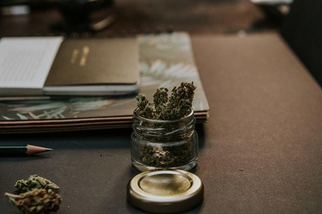 Marijuana gardens card link photo