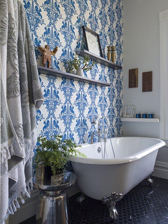 modern wallpaper in bathroom