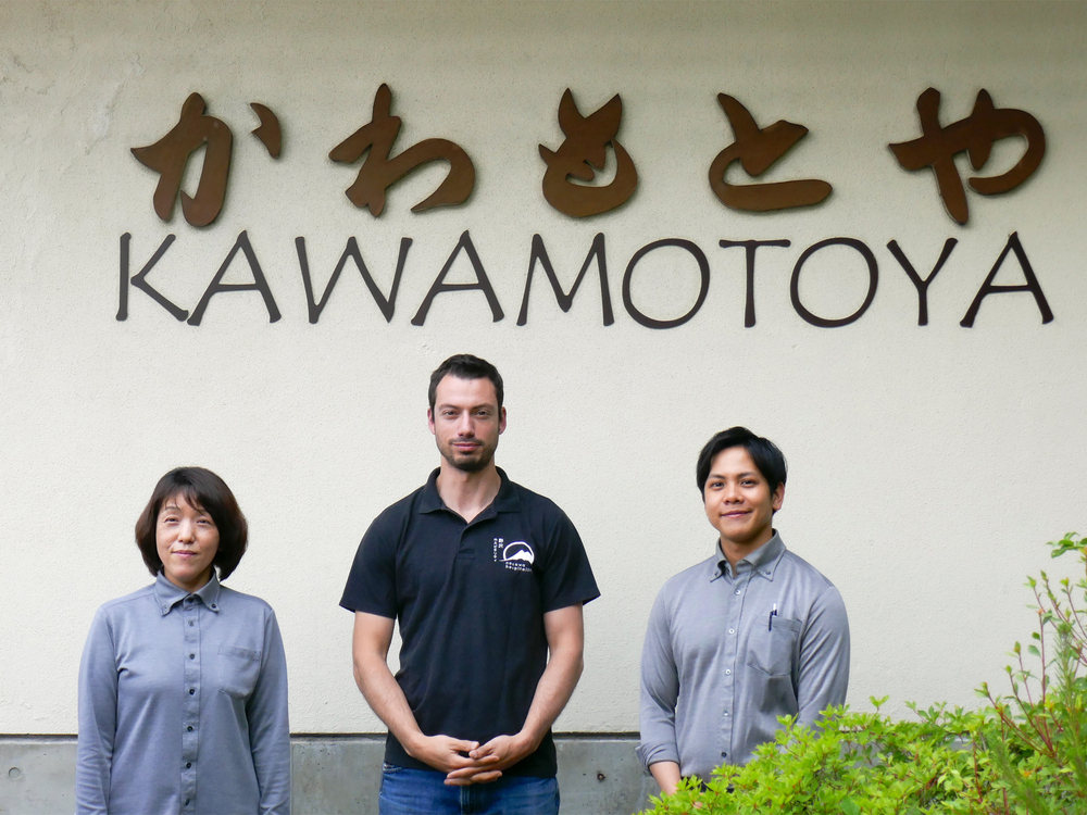 Kawamotoya's hospitality team
