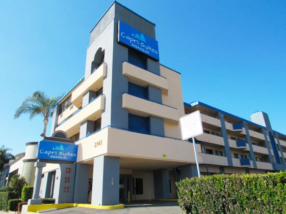 Capri Suites Anaheim exterior building