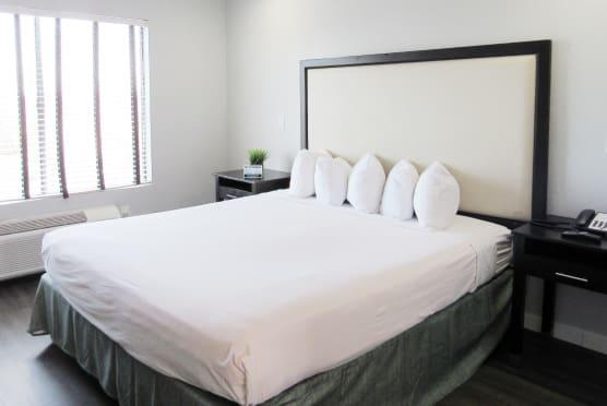 King Suite Room Bed