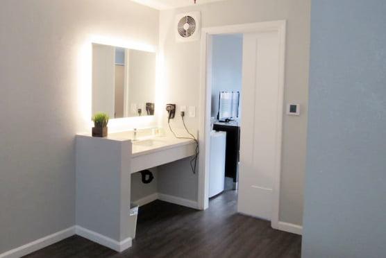 3 Queen bed room's vanity