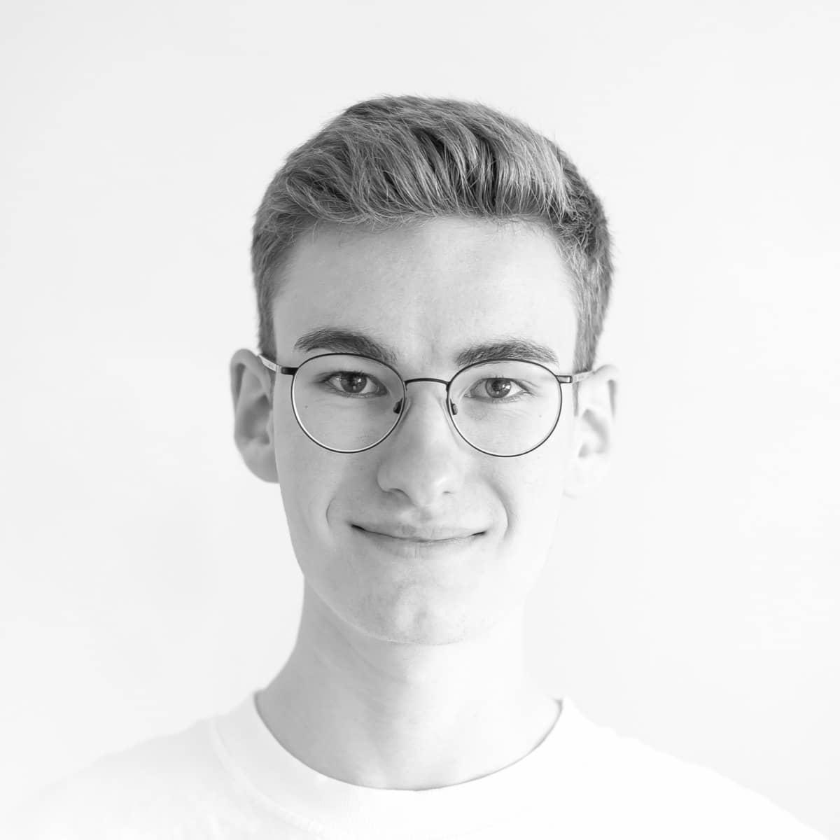 Portraitfoto von Moritz Petersen, dem Webflow Experten