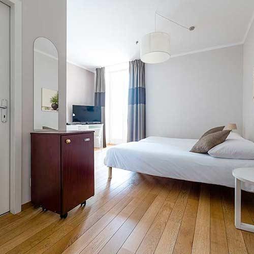 lit chambre d'hotel