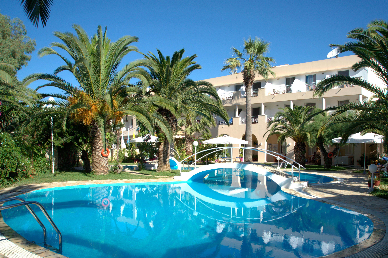 Three Stars Beach Hotel & Villas