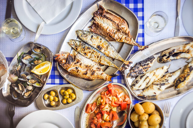 5 common mistakes to avoid when booking restaurants for a large group