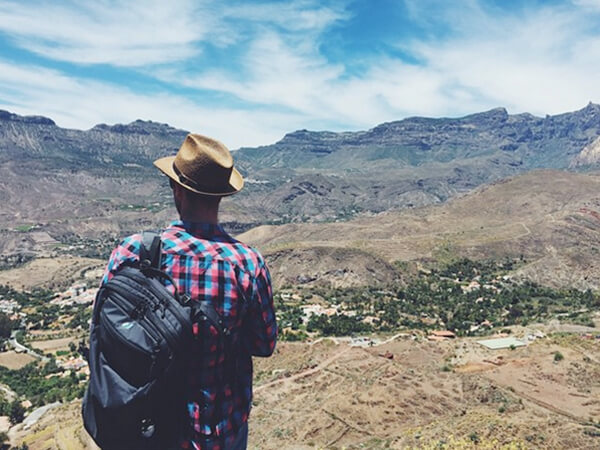 Nomading around the world with one backpack and one WP theme to sell