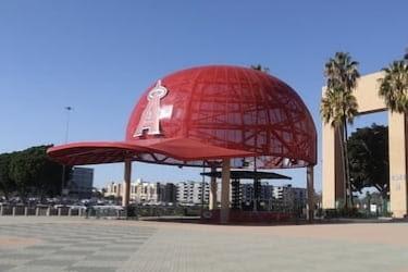Giant Hat outside the stadium