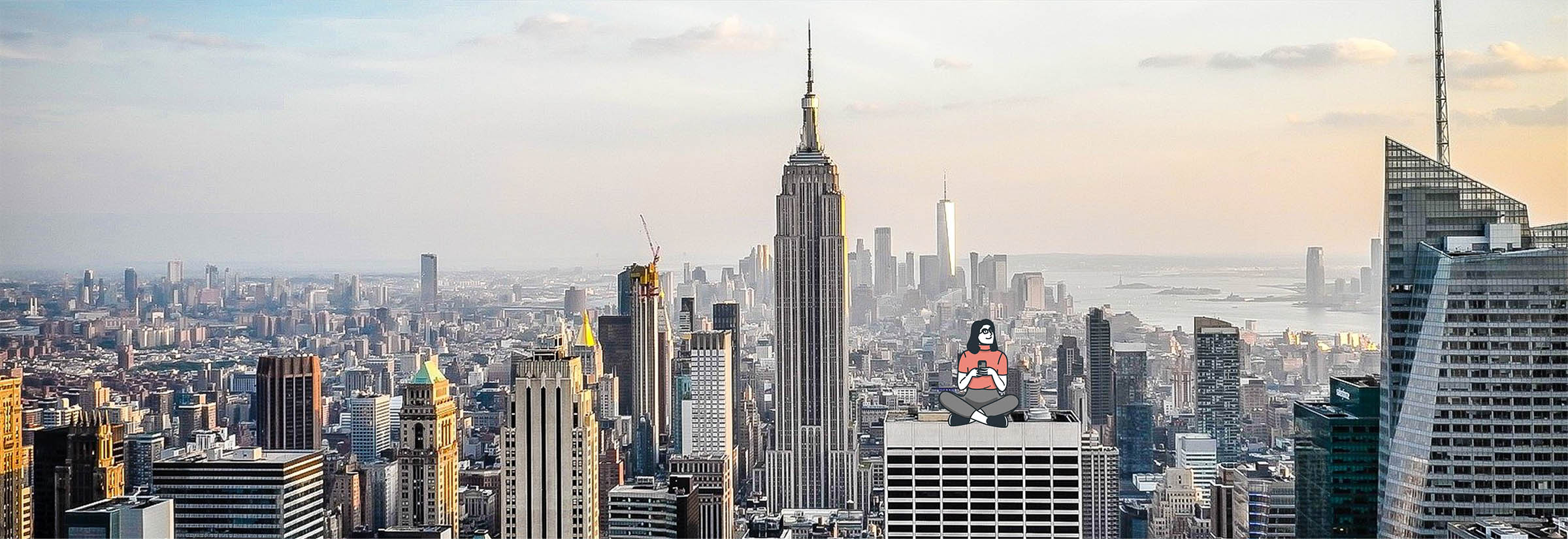 Digital nomad au sommet d'un gratte ciel à New York