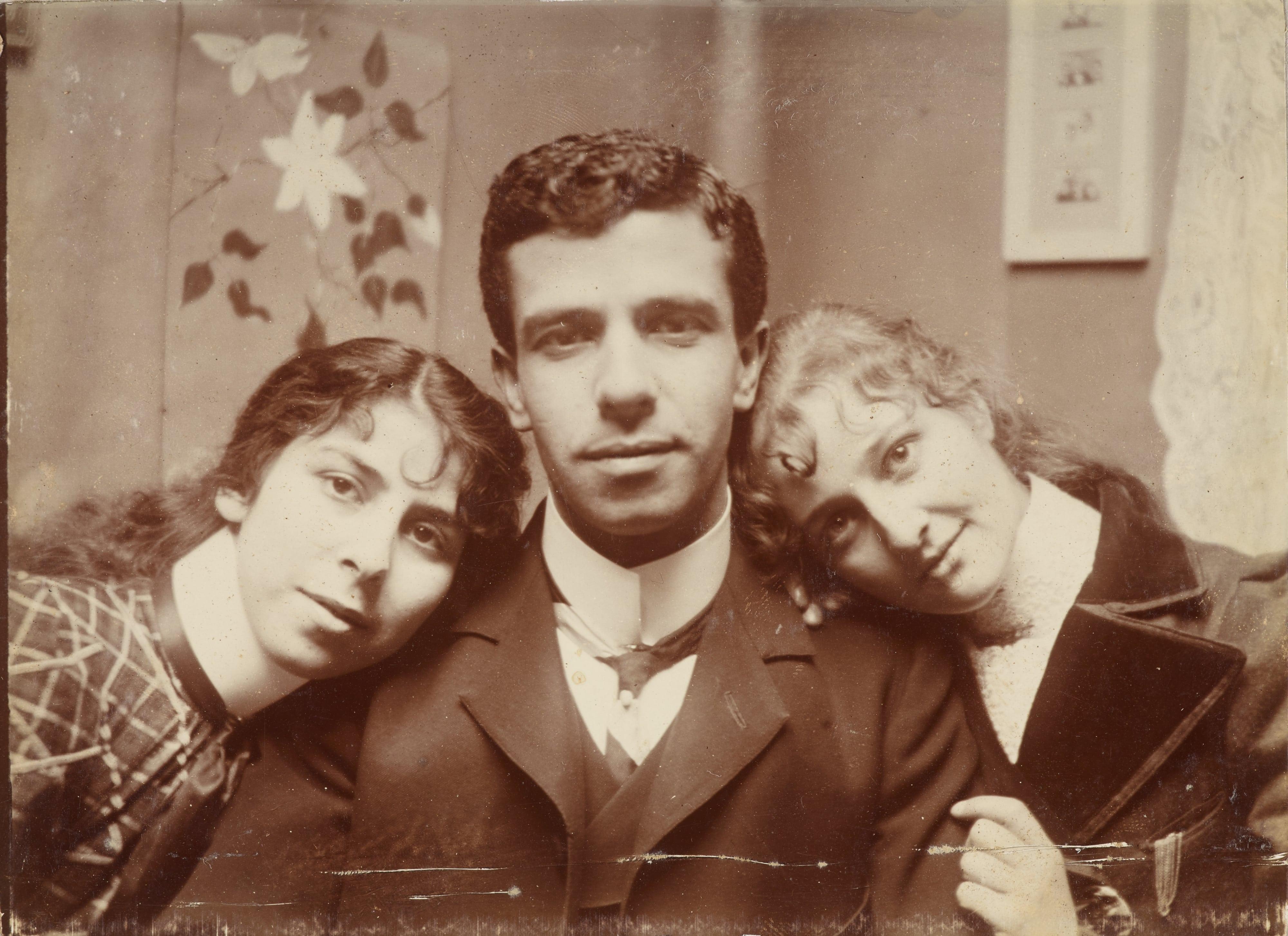 Zak (Joseph Zachariah), Sophia, Charl, and Stella Zacharia, c.1900–1901. Te Papa