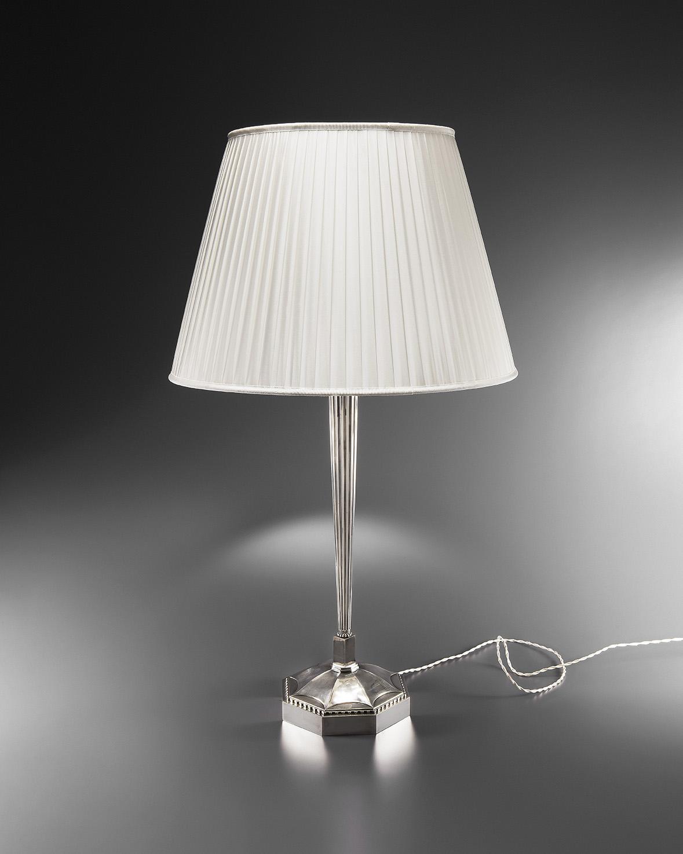 Lampe de table en bronze argenté