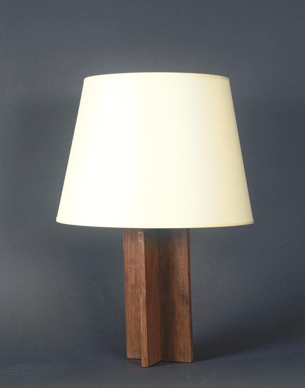 Lampe cruciforme en chêne teinté