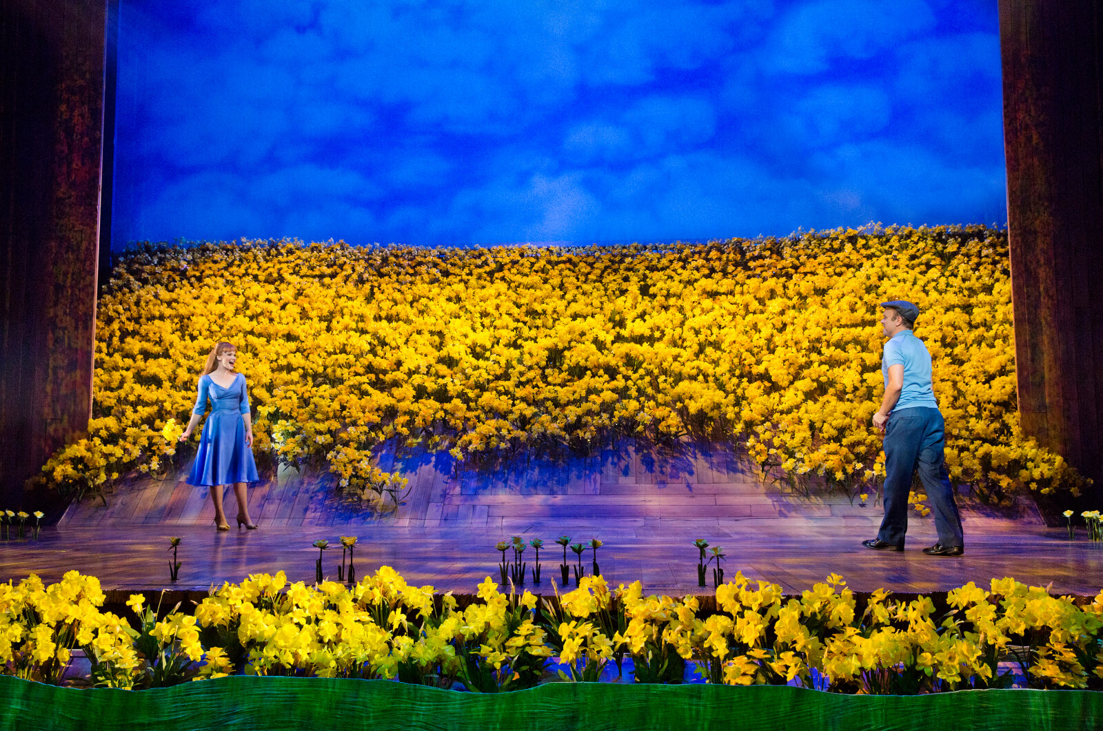 Sandra (Kate Baldwin) and Edward Bloom (Norbert Leo Butz) look at each other across a field of daffodils