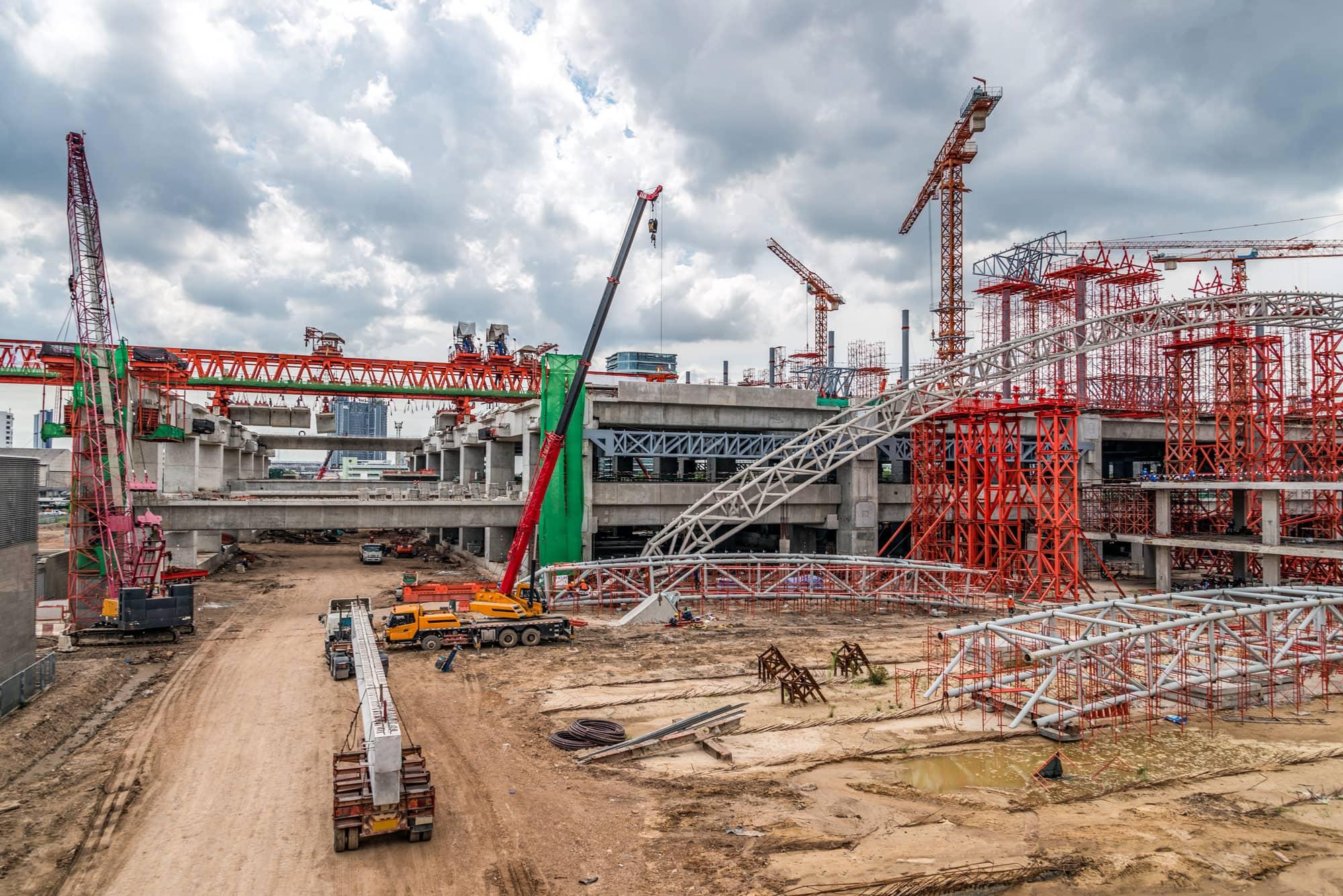 Construction jobsite with alot of cranes