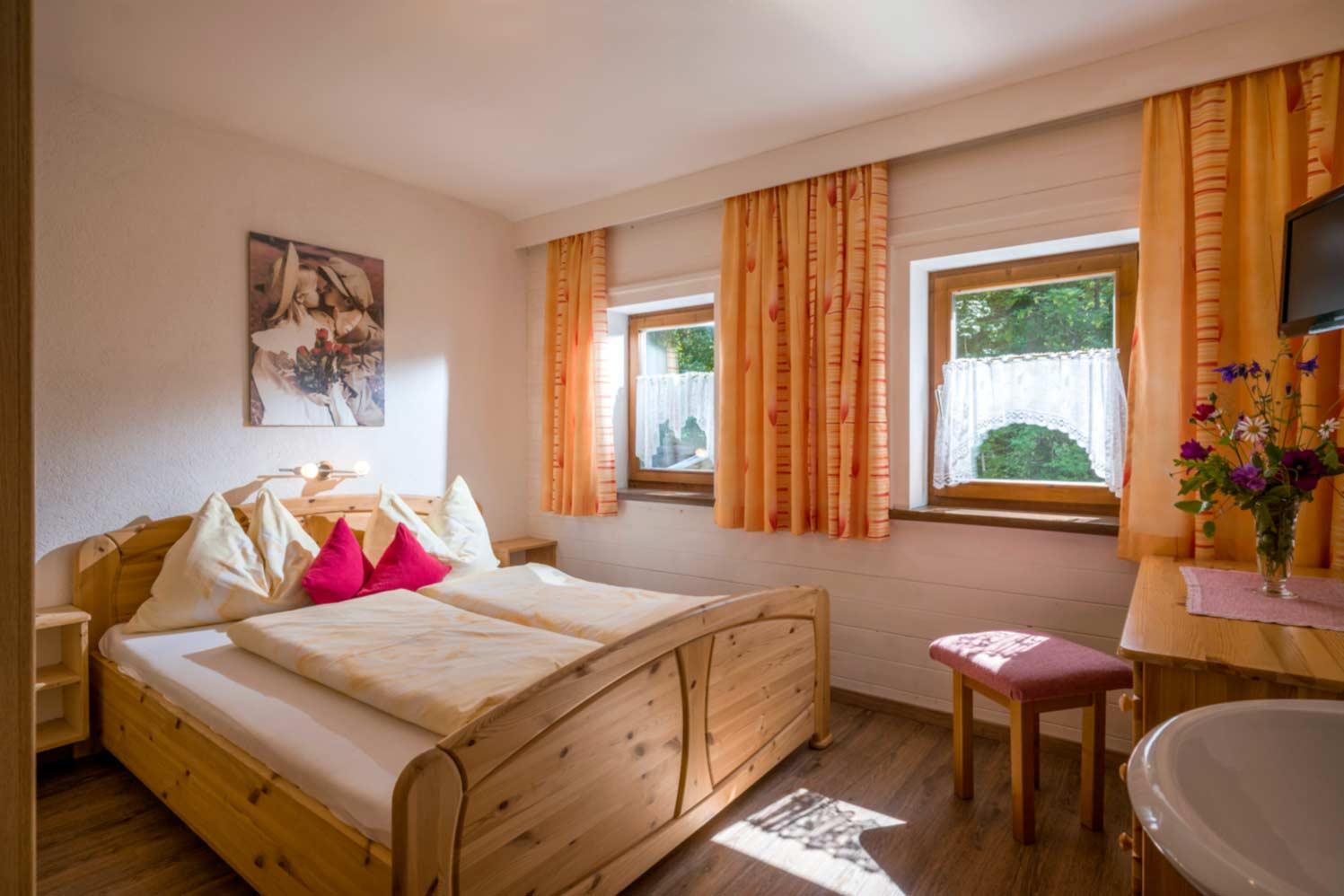 Appartement Pension Steiner Schlafzimmer zum Hausbach