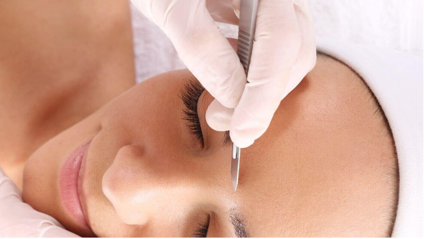 Dermaplaning At-Home VS in Clinic: Benefits, Uses and Many More