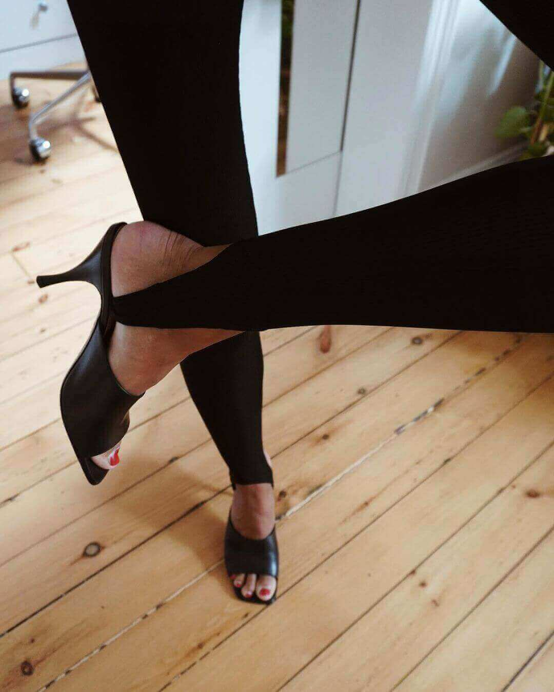 Everything You Need to Know About Stirrup Leggings