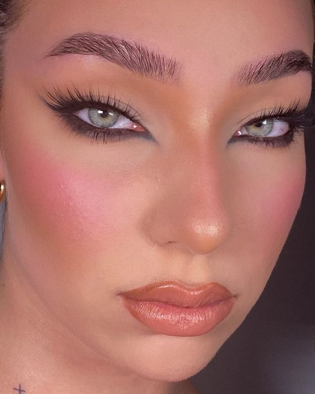 Meet the Reverse Cat Eye Trend That Will Upgrade Your Eyeliner Game