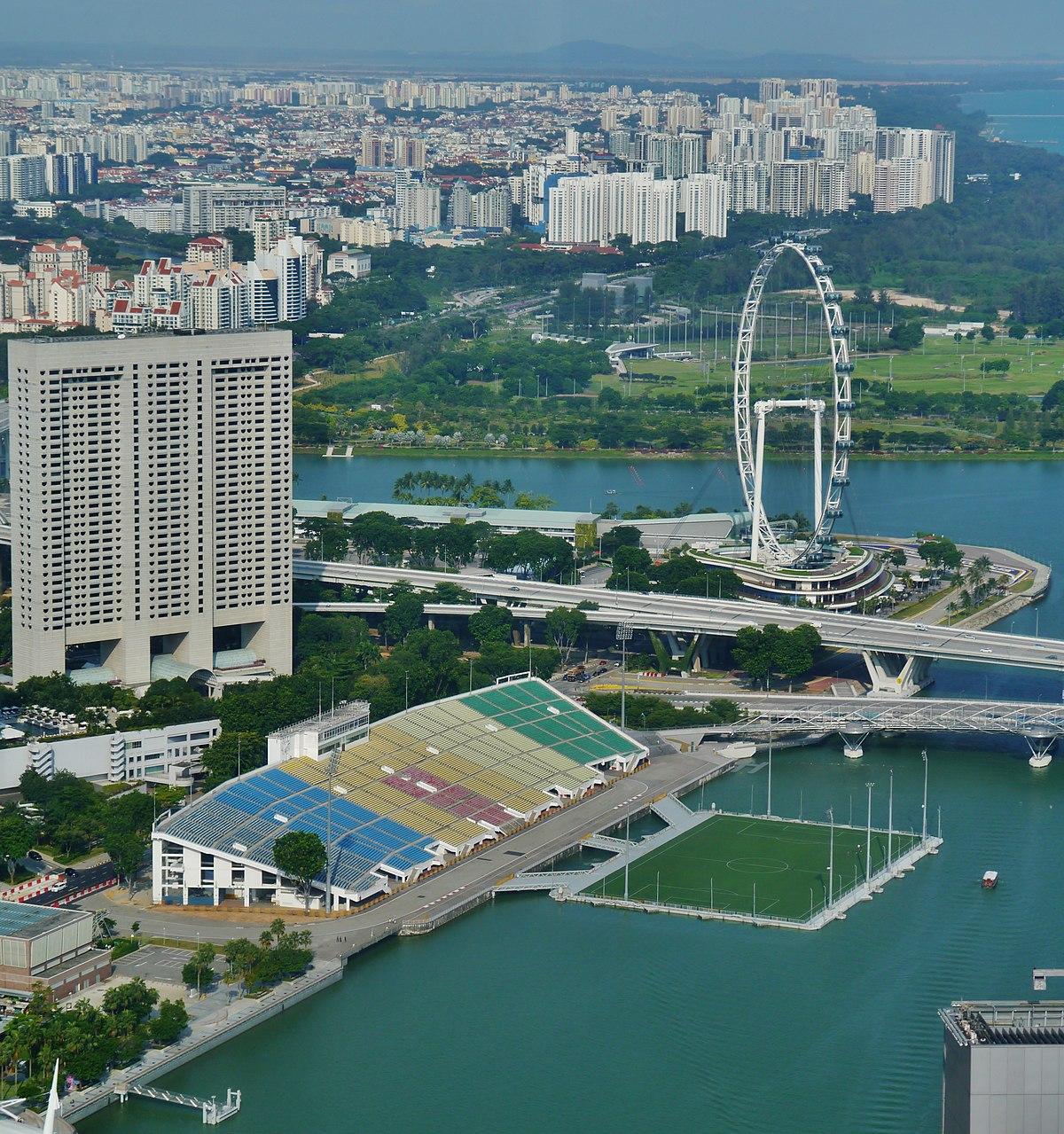 Singapore Singapore Flyer & The Float @ Marina Bay viewed from UOB Plaza.jpg