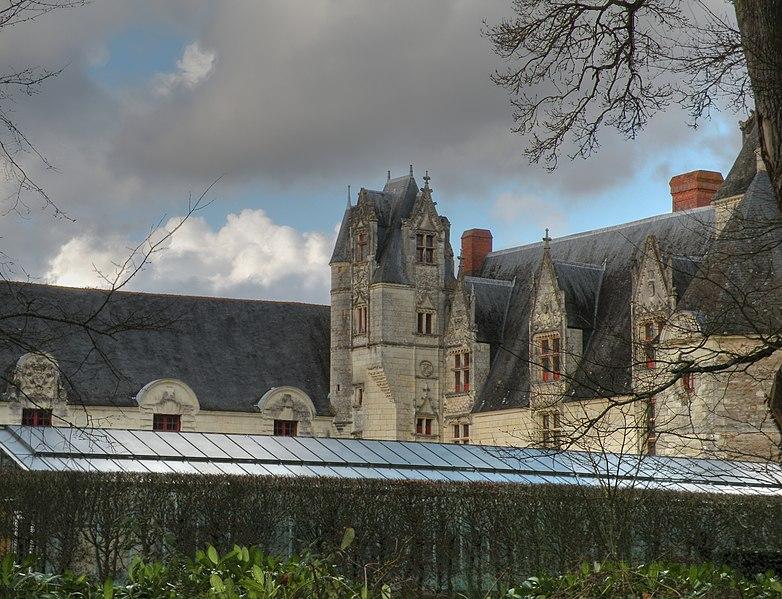 File:Haute-Goulaine château.jpg