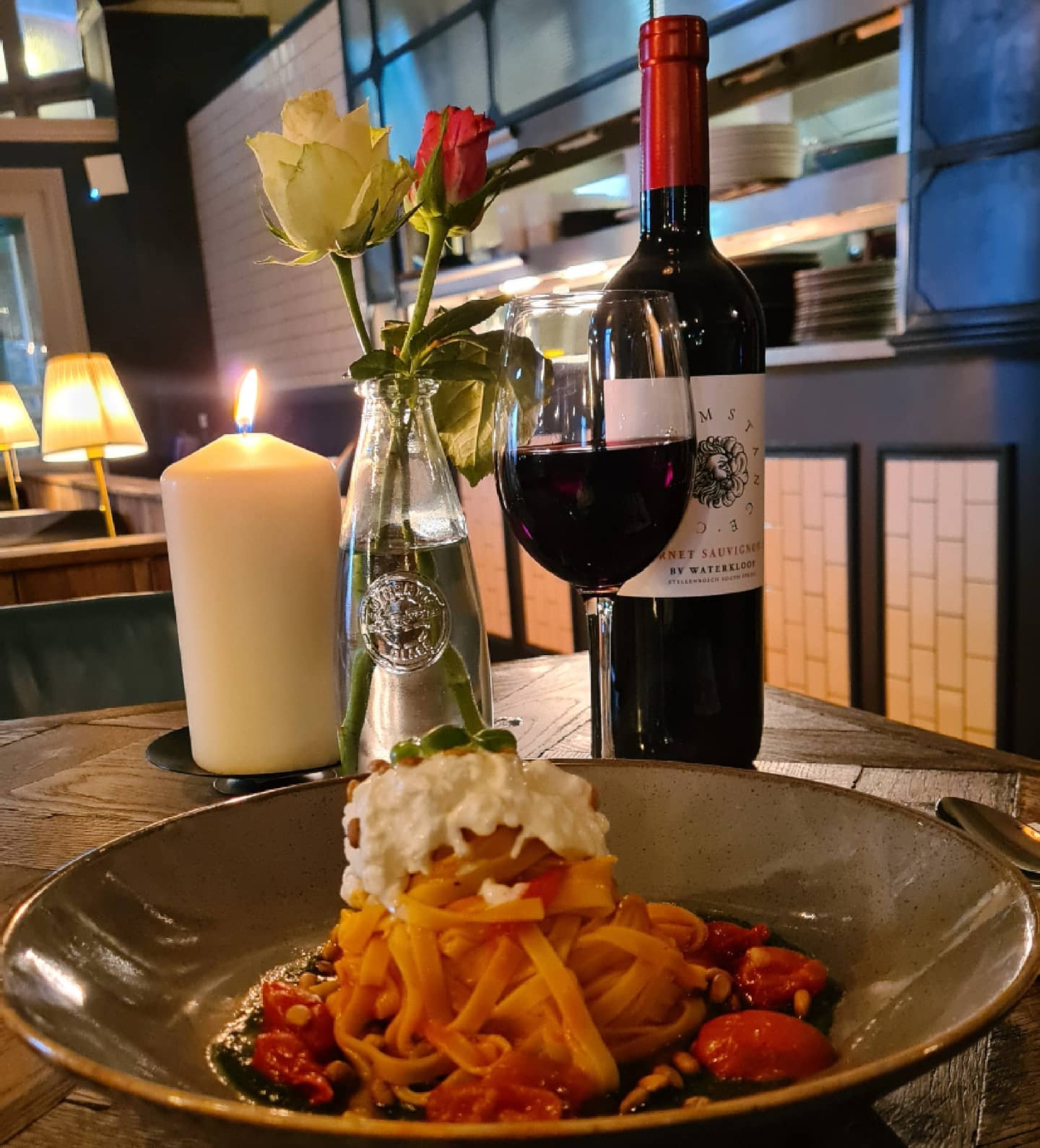 🎈🎈What an exciting day🎈🎈 Welcoming you back inside with an indulgent new menu and an escape from the thunderstorms outside! 🍷 This rich and creamy tagliolini with creamy burrata, basil pesto and Sicilian tomato sauce is perfect accompanied by our favourite wine, a South African Cabernet Sauvignon. 🍽 #tootingbec #welcomeback #balham #beer #pub #wine #happy #redwine #circumstance #cabernetsauvignon #pasta #pesto #dining #london #restaurant #kitchen #sw17 #british #weather #rain #thunder #supportlocal #weekend #urbanpubsandbars #newmenu #cheflife #wine #pubs #tomato #roses #whiterose