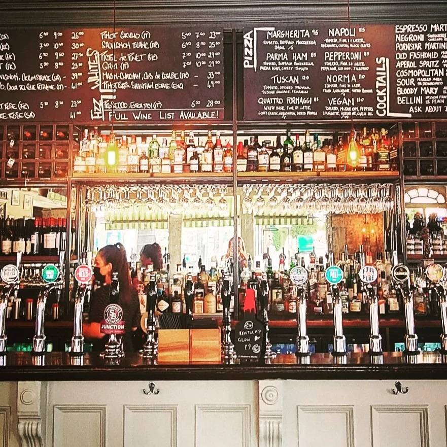 Has the bar ever looked better? 🍻 Mondays  💗 #tootingbec #pub #bar #cocktails #draughtbeer #supportlocal #loveyourlocal #tooting #wandsworth #sw17 #tootingbec #tootingbroadway #balham #beer #brunch #publunch #whatsonthemenu #local #beergarden #beer #chips #summertime #deal  #whygoanywhereelse #london #londonpub #sw17 #burgers #pizza #londonrestaurant  #mylocal #dogfriendly #londonpub #urbanpubsandbars