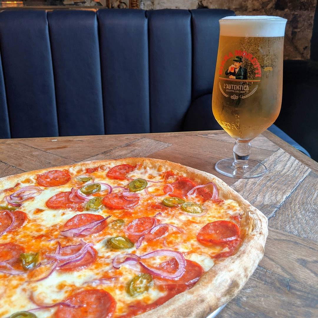 Join us on Friday and Saturday nights for late night pizza! 🍕  Fresh from our pizza oven until 11pm. Perfect to soak up all that Moretti 🍺  #tootingbec #tooting #balham #pub #pizza #pizzalover #beer #italian #yum #yummy #foodie #food #foodporn #cheese #cocktails #bar #latenight #instafood #pizzatime #drinks #fun