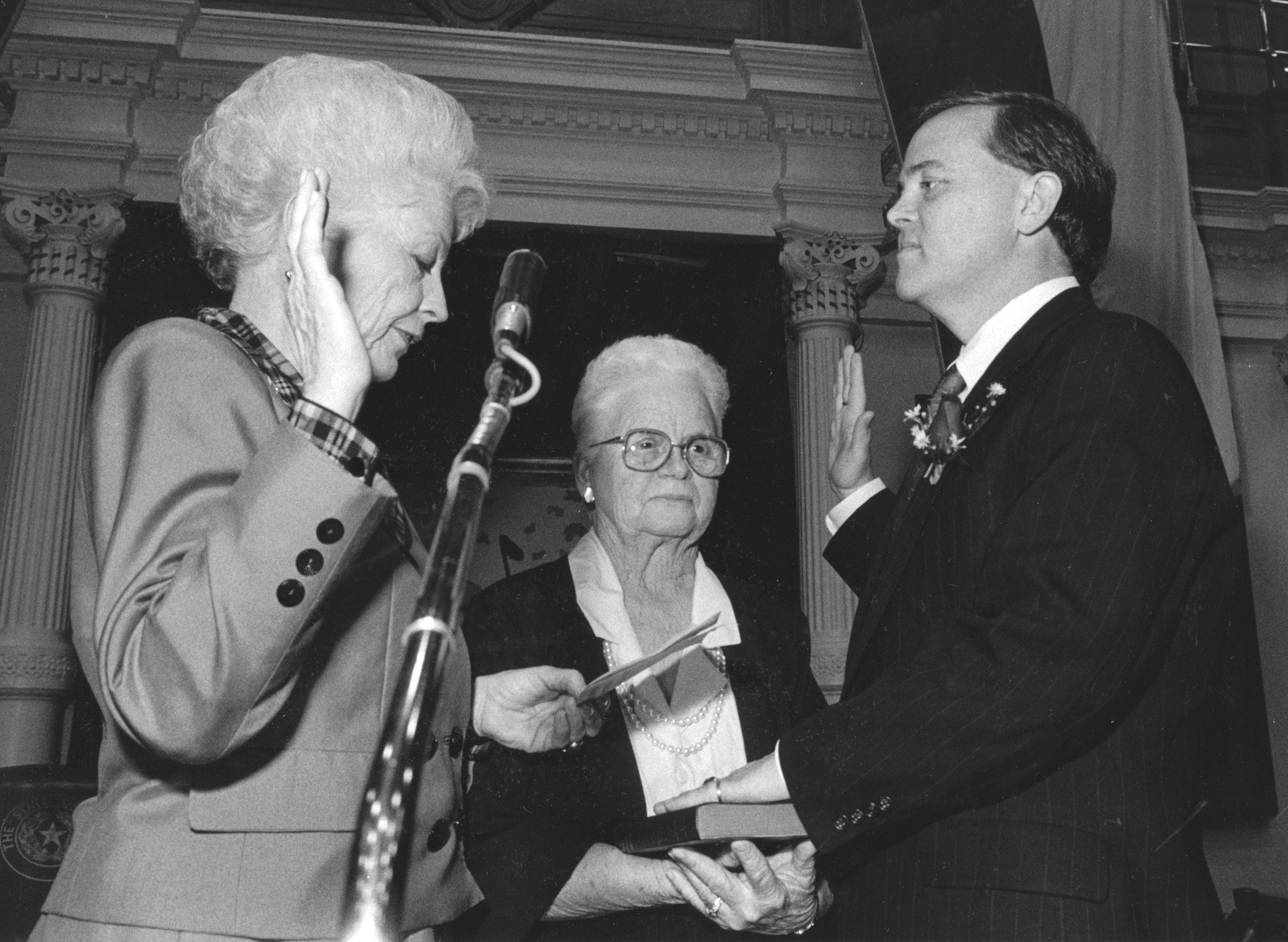 Rep. Glen Maxey is sworn in by Gov. Ann Richards. Courtesy Alan Pogue, Texas Center for Documentary Photography
