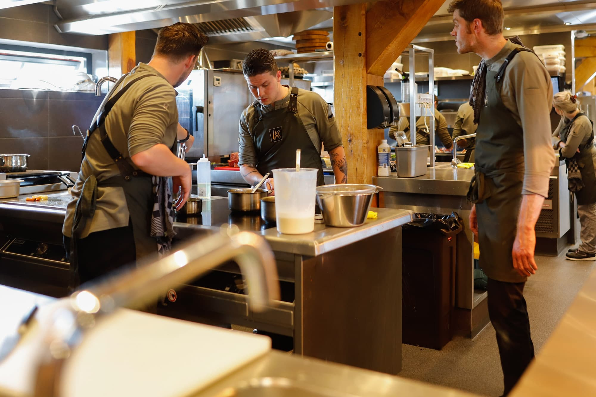 Restaurant Krelis werkende koks in de keuken