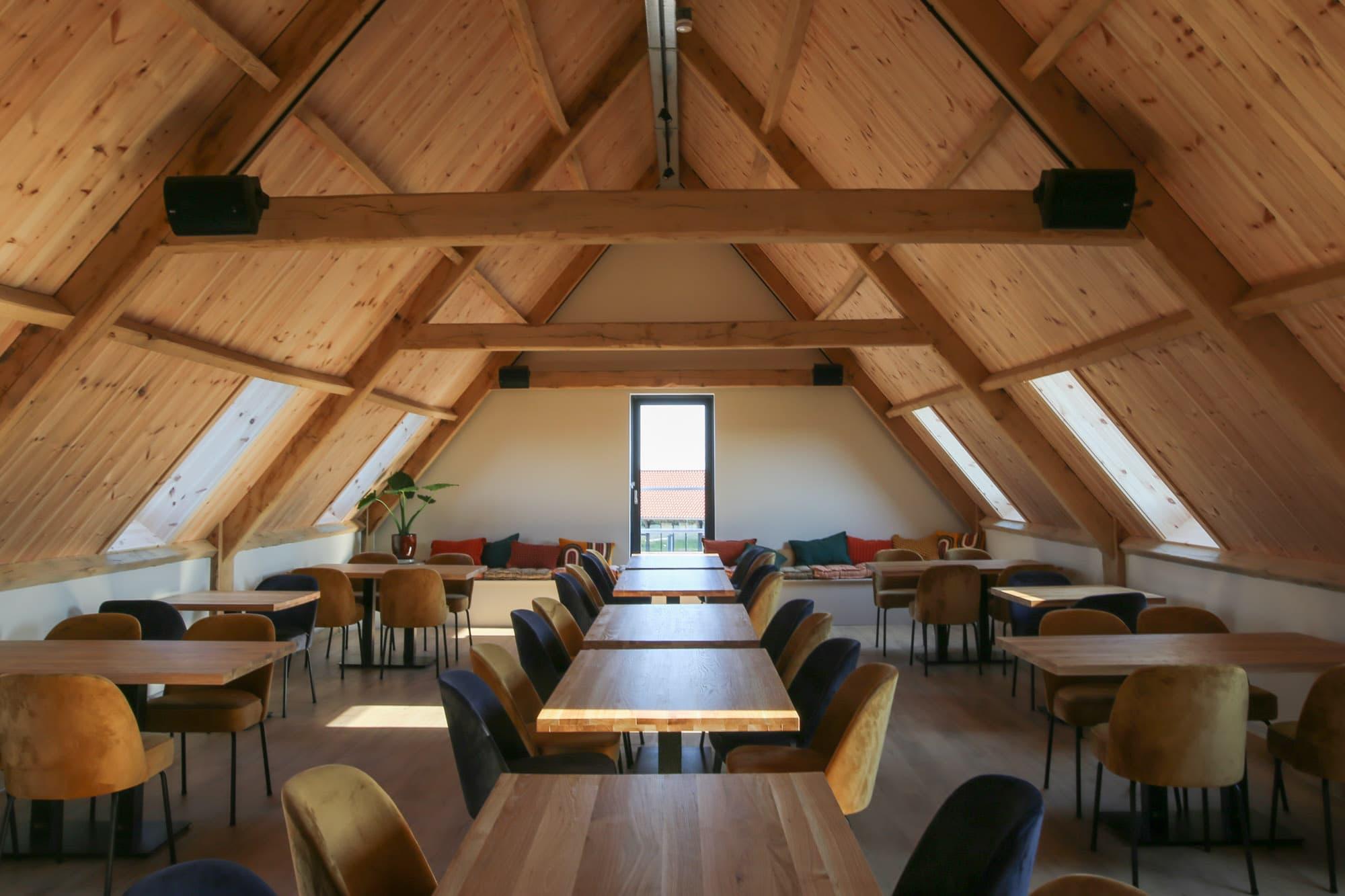 In 1593 bouwt Cornelis Corneliszoon zijn houtzaagmolen 'Het Juffertje' aan de Meldijk in Uitgeest.