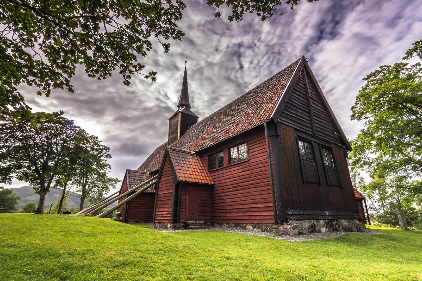 Kvernes Stavkirke