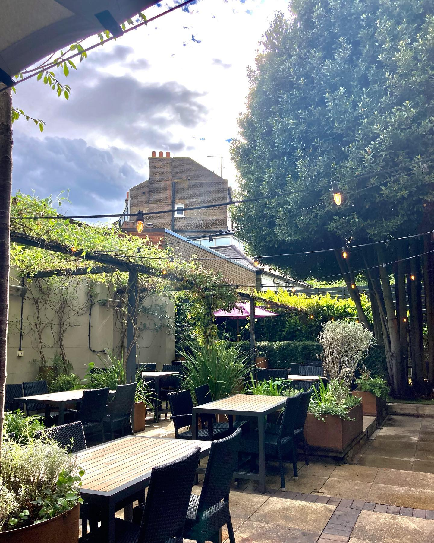 Today we packed half of our winter tent away and opened up our garden! So now you can sit and enjoy the sunshine and amazing weather forecast coming up! Book your tables now to avoid disappointment....  #northlondon #highgate #hampstead #drinks #gardendining #euros #food #foodporn #foodphotography #foodstagram #foodofinstagram