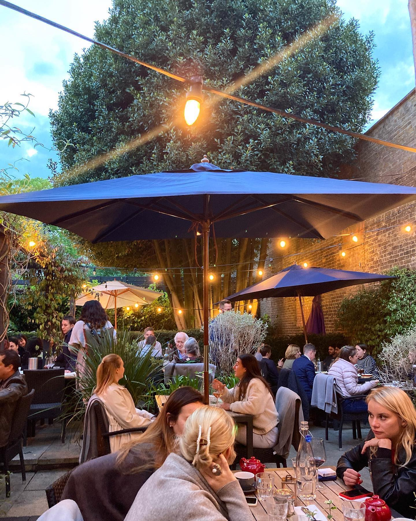 The first summer evening in our garden last night was magical! Thank you to everyone who joined us!   We are looking forward to more...   #summerishere #gardendining #warmair #northlondon #northlondonpubs #highgate #hampstead