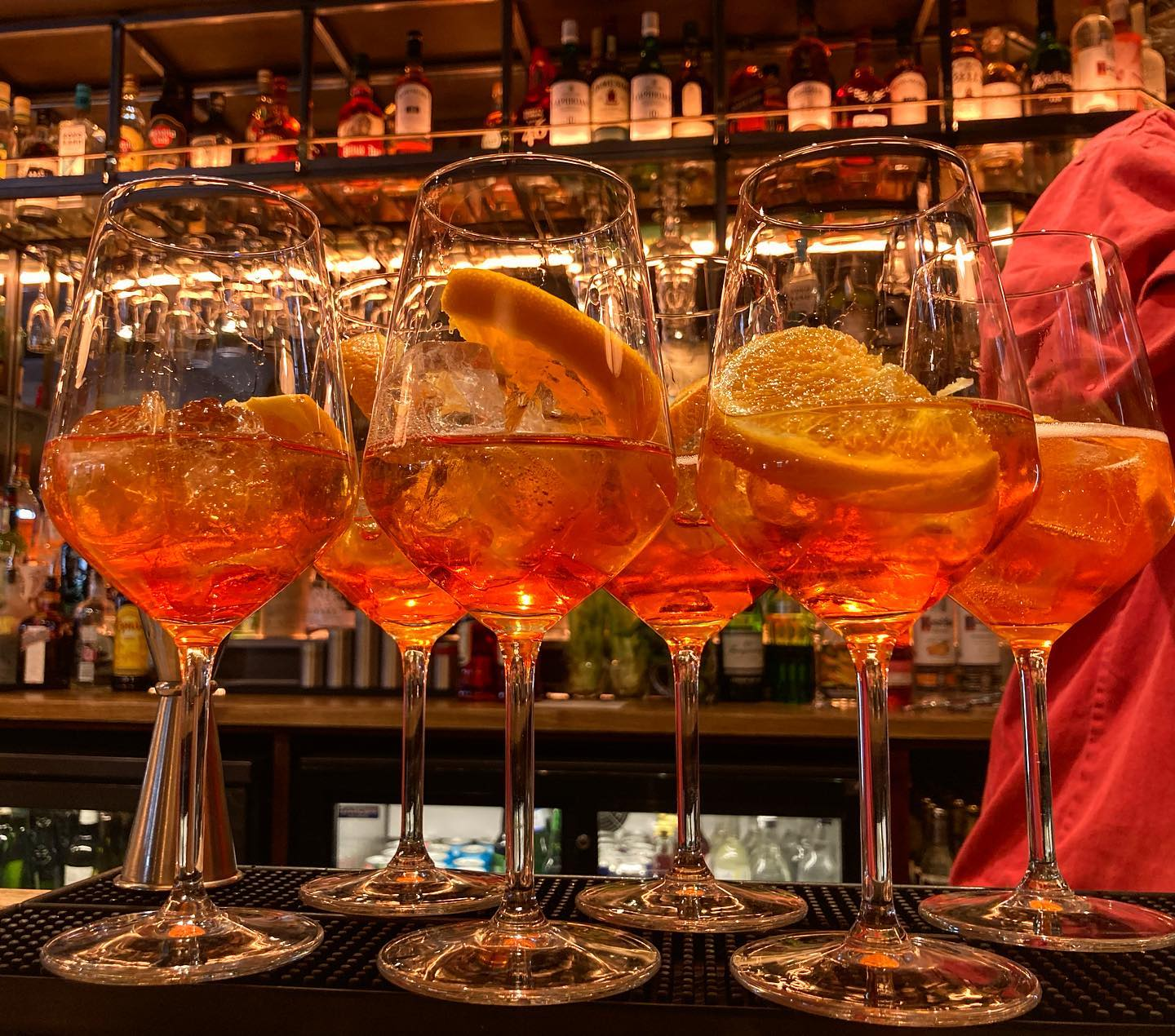 Fancy a refreshing cocktail on this scorcher of a day? An aperol spritz will cool you down!   Stop by The Gatehouse for a Wednesday night drink! We have plenty of outside tables for walk ins... see you later!   #drinks #27degrees #northlondon #highgate #hampstead #gardendining #cocktails #refreshing