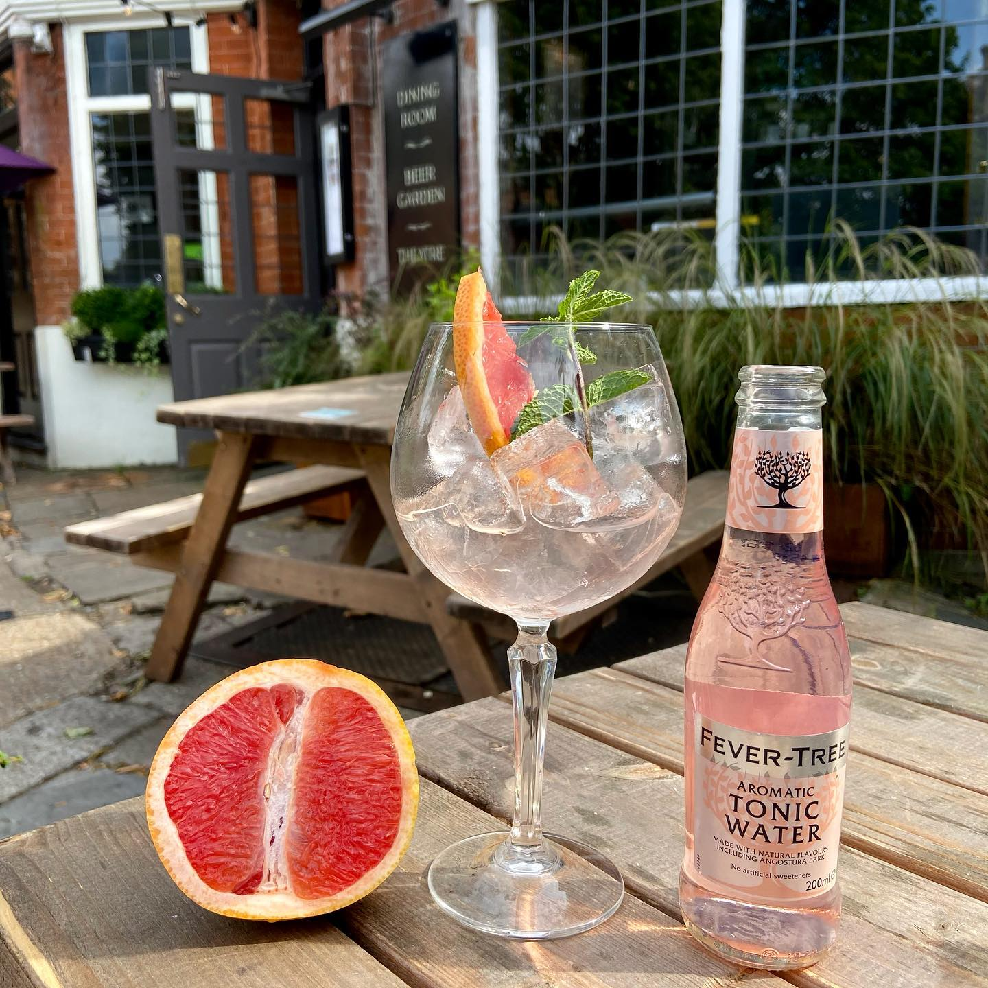 Happy Tuesday Highgate! Stop by for a refreshing Malfy Rosa Gin and Tonic. Kick start your week in the right way.   #gin #summer #gardendining #northlondonpubs #july #highgate #hampstead #tonic #refreshing #grapefruit #cocktail #drinks #london