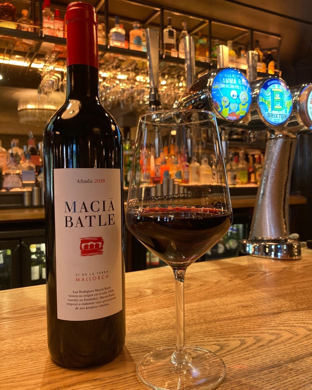 Happy Friday everyone! 🎉  Come and enjoy a glass of our wine of the month: Tinto Anada Macia Batle!   This gorgeous Spanish red gives you a blast of oak, cherries and strawberries and a hint of tobacco in the finish! A perfect pairing with our Iberico Pluma!   #highgate #hampstead #northlondon #pubsoflondon #wine #dinewithus #redwine #redwinelover #redwine🍷 #redwinetime #redwineglass