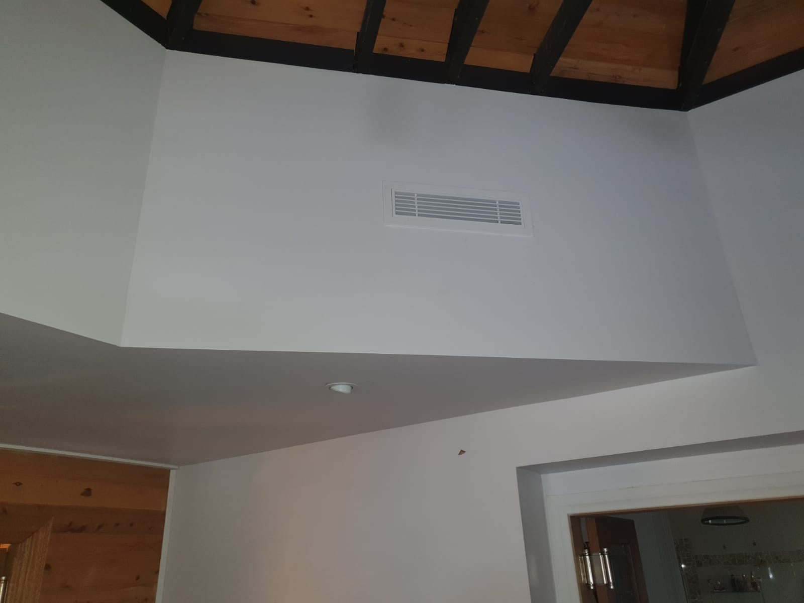 A ducted air conditioning unit