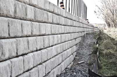 concrete block retaining wall in Ottawa