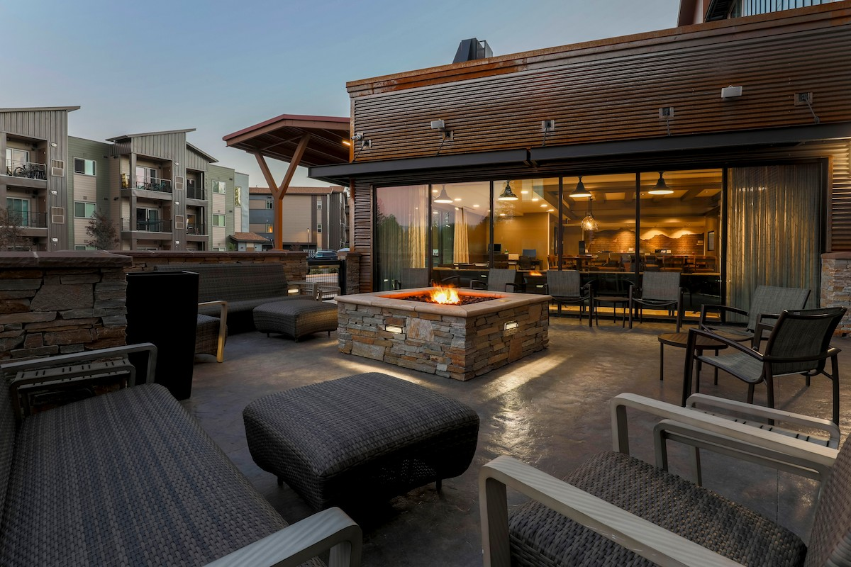 Book Truckee hotels, lodges, and inns direct.