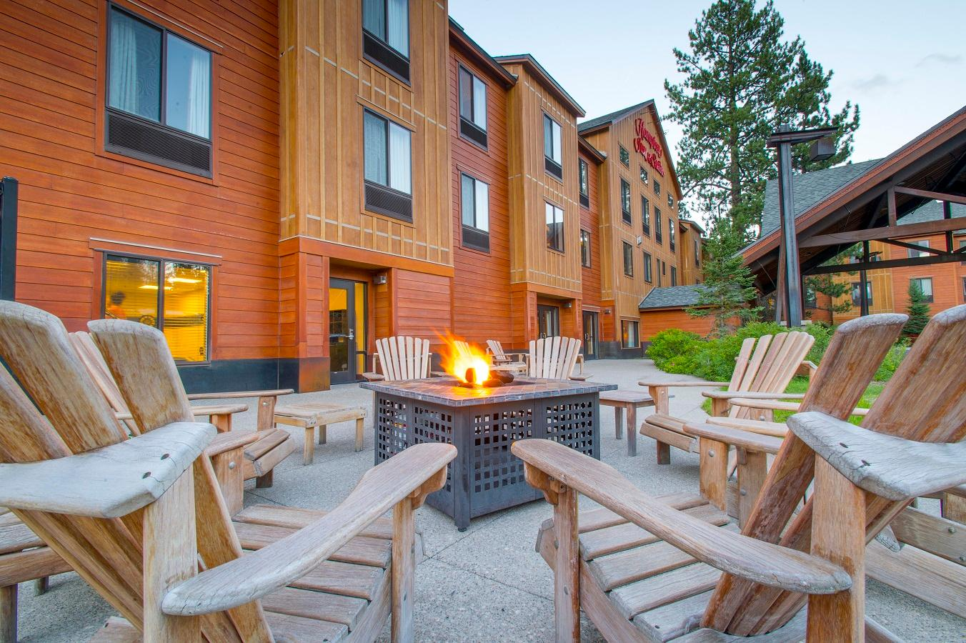 Outdoor fire pit area in front of the Hampton Inn and Suites Tahoe Truckee.