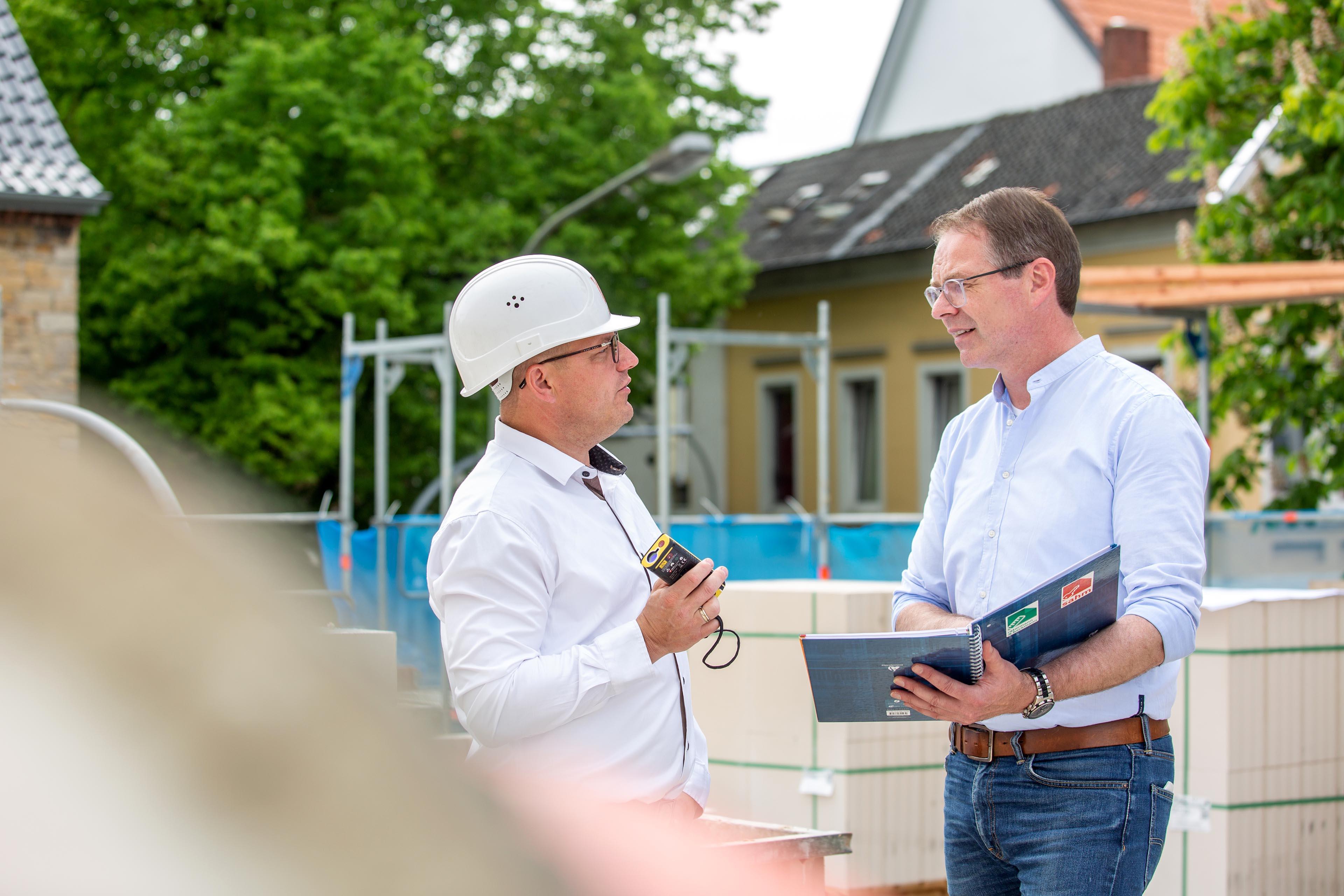Sahm GmbH | Besprechung auf der Baustelle
