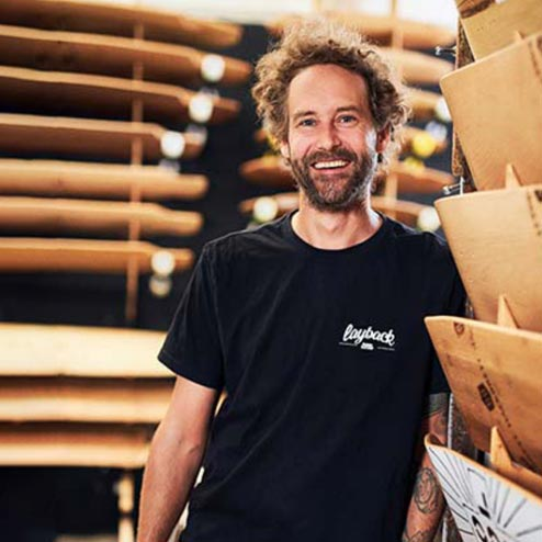 Hartmut Olpp in seinem Longboard-Laden