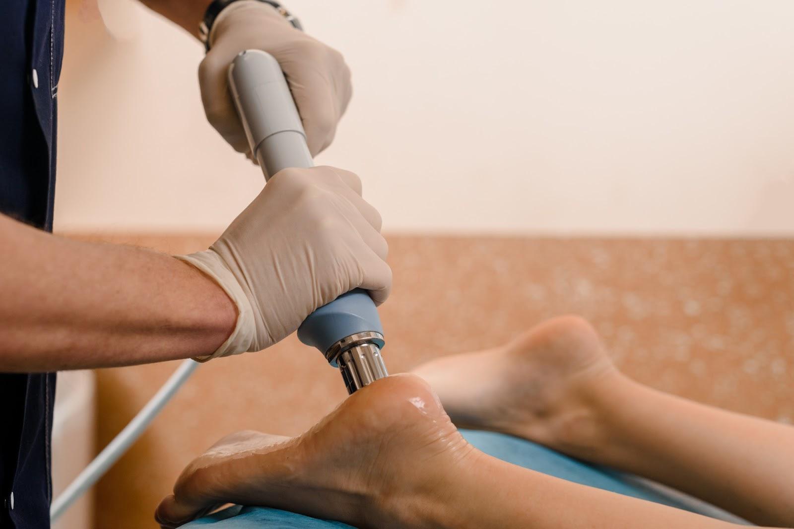 shockwave therapy - tool applying pressure