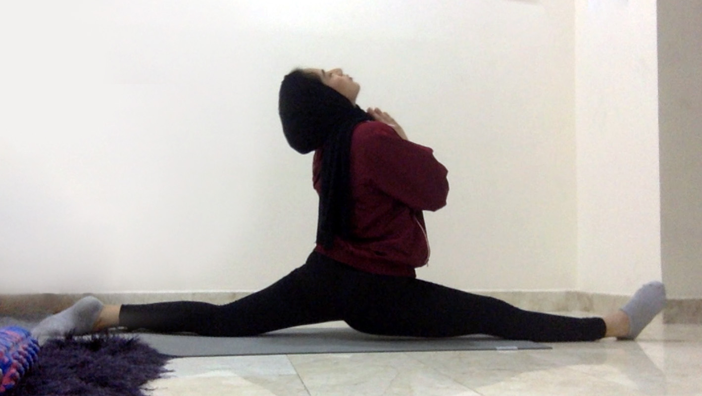 Progress image of a woman doing the splits